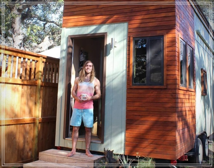 student builds 14m2 house