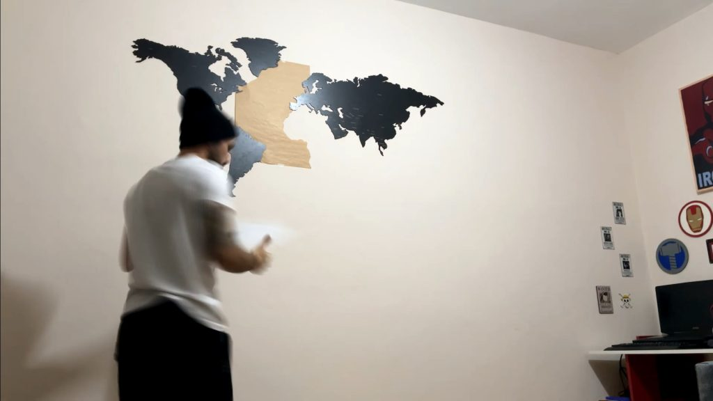 How to install a world map